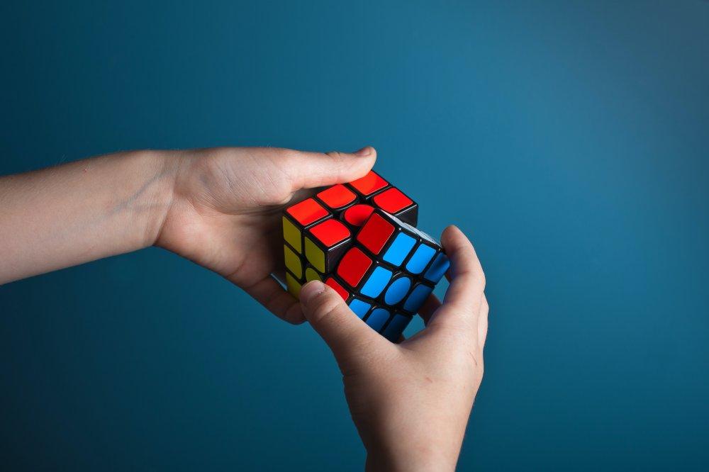 Sånn blir du god til å løse rubiks kube
